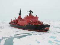 Ledoborec Jamal veze polární výpravu