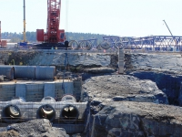circulating-water-pipe-is-installed-in-the-unit-2-excavation_7003333363_o