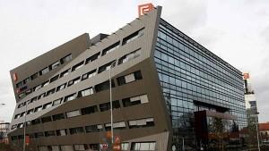 Ústředí společnosti ČEZ v Praze. Energetický gigant zvažuje, že půjde ve šlépějích velkých evropských kolegů a přivede do Temelína třetí stranu.