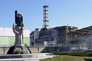 Starý kryt na čtvrtém reaktoru ČJE. Jeho mise se už blíží ke konci a chystá se stavba nového.