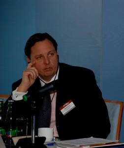 Michael Kirst, víceprezident společnosti Westinghouse. V rozhovoru pro Reuters apeloval na Polsko, aby snížilo délku tendru, plánované tři roky pokládá za zbytečné