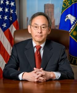 Steven Chu, první ministr energetiky USA čínského původu. Také jeden z mála čínských nositelů Nobelovy ceny za fyziku a nyní první, kdo veřejně přišel s nápadem na banku jaderného paliva.