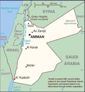 Akaba, jediný jordánský přístav a město velkého turistického ruchu, na mapě Jordánska. Právě v těchto místech má stát první jaderná elektárna v Jordánsku.
