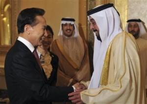 Korejský prezident Lee Mung-bak a Chalíf ibn Saíd al-Nahaján, prezident SAE, u příležitosti podpisu smlouvy mezi SAE a KEPCO. Nyní mají Emiráty další důvod k oslavám - projekt podpoří jihokorejská banka.