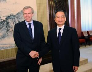 Belgický premiér Yves Leterme a Wen Jiabao. Dvě země nyní zahajují projekt reaktorů na rychlých neutronech a výroby paliva pro ně. Možná se jedná o historický průlom, možná také ne. Fotografie je ilustrační.
