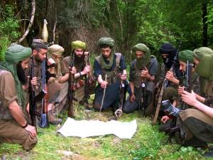 Jedna z mála fotografií členů Islámského Maghrebu, odnože Al-Kájdy, kterou Francouzi považují za organizátora únosu, pořízená v Alžíru. Jejich nigerští druhové požadují za rukojmí odchod Arevy ze země.