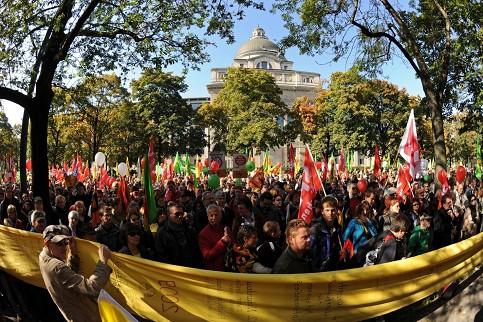 Desítky tisíc lidí v Mnichově demonstrují proti prodloužení doby provozu jaderných elektráren