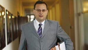 Premiér Petr Nečas. I on potvrdil (po Martinu Kocourkovi a Václavu Bartuškovi), že tendr na dostavbu JE Temelín bude delší, než vláda plánovala.