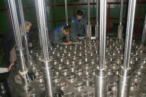 Kompletování reaktoru pro Novovoroněžskou jadernou elektrárnu na OMZ. Strojírenský obr nyní obměnil vedení a lze čekat, že nový šéf se bude mnohem více angažovat ve věci tendru na dostavbu JE Temelín.