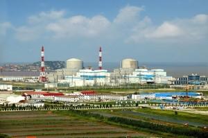 Čelní pohled na Tianwanskou jadernou elektrárnu. Je jedním z plodů čínsko-ruské jaderné spolupráce, která v posledních letech nabrala obrátky. Otázkou je, zda tomu tak zůstane i do budoucna.
