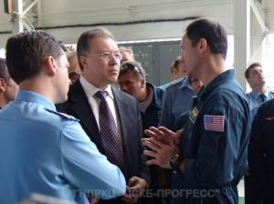 Ravil Achmetov (uprostřed) na Astronautickém kongresu s americkými kosmonauty.