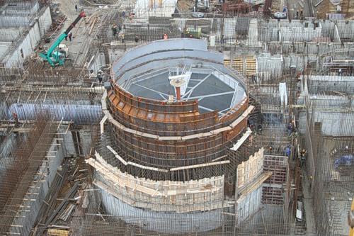 Rusové úspěšně zvládli další etapu stavby druhého na světě komerčního bloku na rychlých neutronech