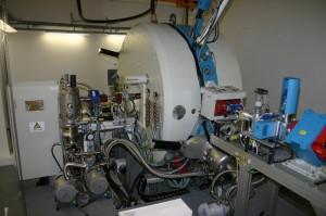 Finský MCC-30/15 v celé kráse. Malé urychlovače tohoto druhu jsou určeny pro aplikovaný jaderný výzkum, jako jsou například radiofarmaka.