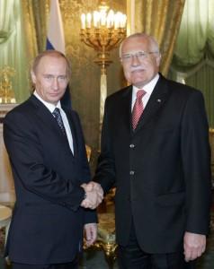 Vladimír Putin a Václav Klaus, tehdy ještě oba jako prezidentové, na schůzi v roce 2007.