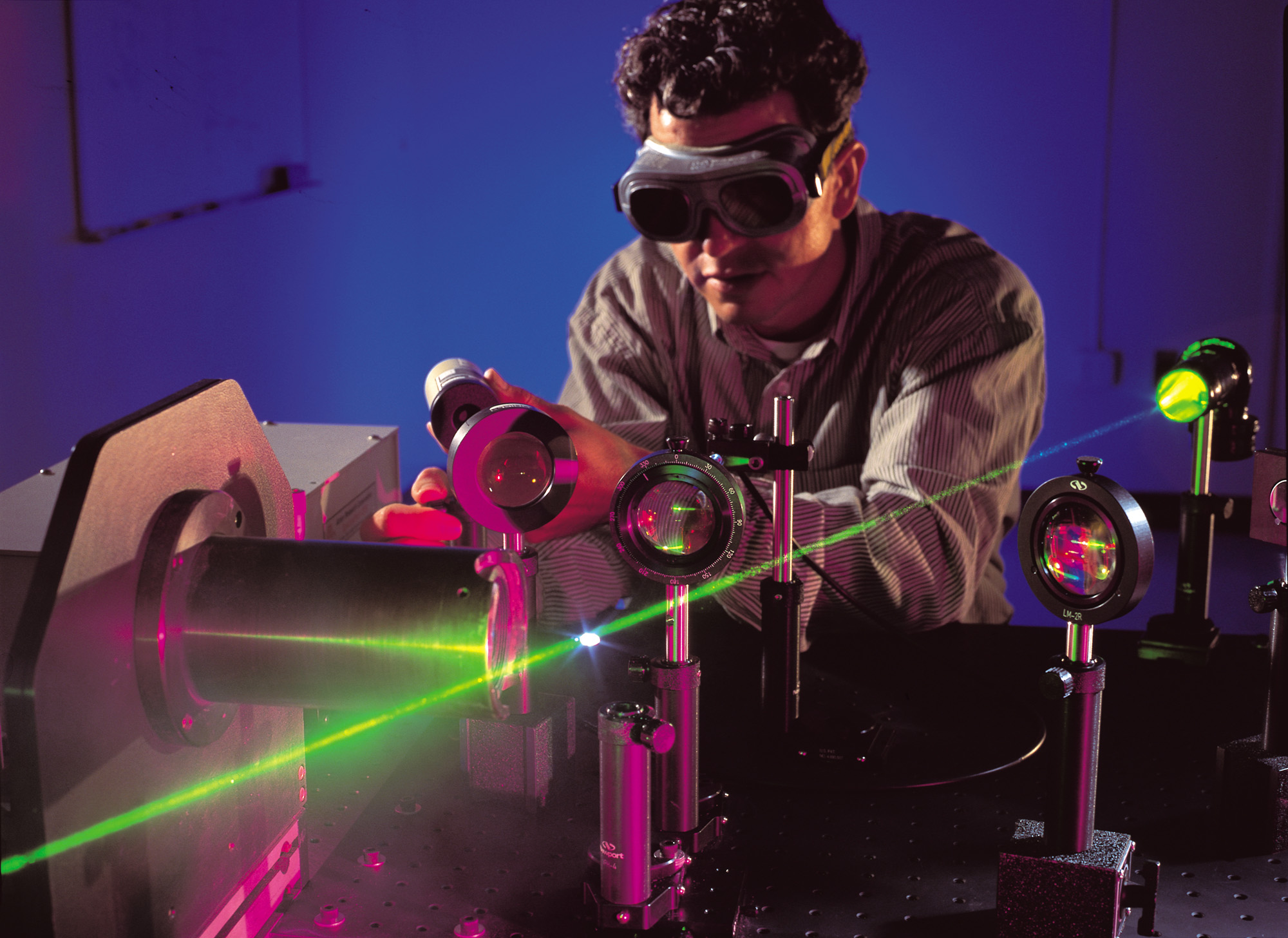 Vědci z Yale vytvořili téměř dokonalý antilaser
