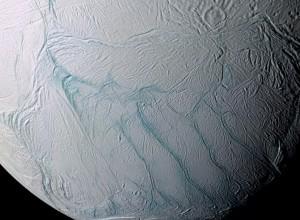 jaderná energie - Jeden z měsíců Saturnu má pod vrstvou ledu zdroj tepla o kapacitě několika uhelných elektráren a možná i kapalnou vodu - Jádro ve vesmíru (enceladik) 1