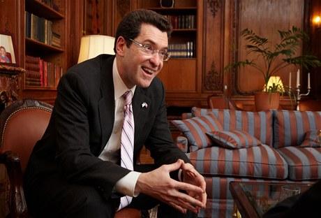 Premiér Nečas jednal s americkým velvyslancem, hlavní témata byla Temelín a ekonomika