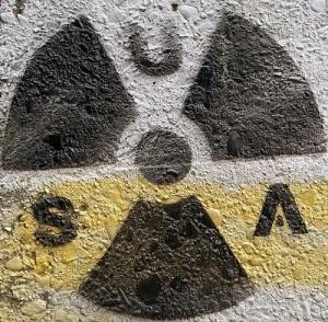 jaderná energie - Obamova kancelář snižuje výdaje na podporu dohody o nešíření jaderných zbraní a dává víc na vojenský jaderný arzenál - Ve světě (usa nuclear graffiti) 1