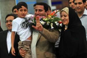 jaderná energie - Íránský fyzik, který před dvěma lety zmizel v Saúdské Arábii a poté se vrátil do Teheránu, byl zatčen a obviněn z vlastizrady - Ve světě (shahram amiri) 1