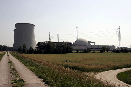Čtyři německé reaktory nejsou bezpečné, může je silně poškodit pád menšího letadla – zpráva expertní komise