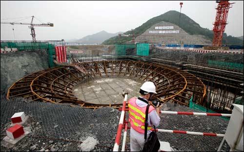 Američané v Číně už údajně nebudou mít další skluz, stavba AP-1000 poběží podle plánu