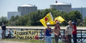 jaderná energie - Nejstarší francouzská JE má zelenou na delší provoz - Ve světě (fessenheim demonstrace) 1