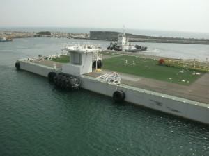 jaderná energie - Začalo čerpání radioaktivní vody z Fukušimy do obrovské plovoucí nádrže - JE Fukušima (megafloat fukushima) 1