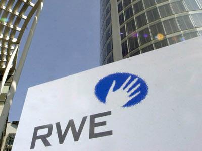 Zisky německého energetického obra RWE klesly o desítky procent