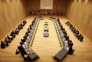 jaderná energie - Starším reaktorům může hrozit uzavření z Bruselu - Back-end (evropska komise zasedacka) 1