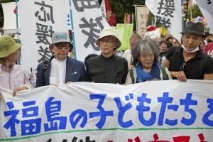 jaderná energie - Desítky tisíc lidí demonstrovaly v Tokiu proti využívání jaderné energie - JE Fukušima (oe tokio protesty) 1