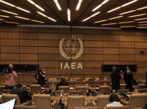 jaderná energie - Zpráva MAAE víří vody kolem íránského jaderného programu, Izrael a Írán si hrozí útokem - Ve světě (iaea zasedacka) 1