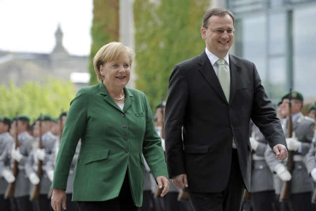 Nečas nabízí Merkelové veřejnou diskusi o dostavbě Temelína