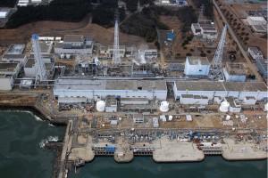 Jaderná elektrárna Fukušima po březnovém zásahu přílivové vlny a následné havárii (Zdroj: KeystoneUSA-ZUMA/Rex Features)