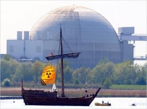 Po havárii v japonské Fukušimě a následných mohutných protestech prostestech po celém Německu se tamní vláda rozhodla uzavřít všechny jaderné elektrárny. Zdroj: bionicbong.com