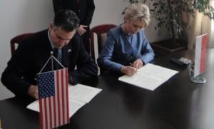 jaderná energie - Polská PGE opouští projekt litevské a kaliningradské jaderné elektrárny - Nové bloky ve světě (podpis polsko usa) 1
