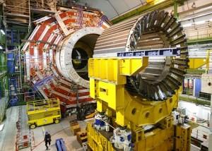 """Sestavování gigantického detektoru CMS, ten díky potvrzení existence """"Higgsova bosonu"""" už svůj hlavní úkol splnil, určitě ale přinese další zajímavé objevy."""