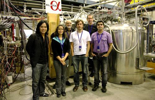 Kanadským vědcům se podařilo udržet atomy antivodíku více než čtvrt hodiny a změřit jeho vlastnosti