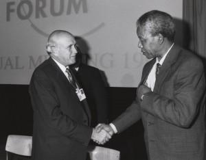 jaderná energie - Historie jihoafrické jaderné bomby: překvapivá odhalení a tichý konec - Věda a jádro (klerk mandela davos) 2