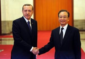 Turecký premiér Recep Erdoğan a jeho čínský protějšek Wen Jiabao včera při státní návštěvě v Pekingu. Zdroj: worldbulletin.net