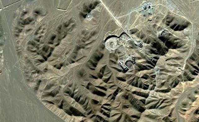 Inspektoři MAAE objevili na íránském objektu stopy uranu s obohacením 27%