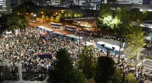 Tokyo se opět stálo jevištěm protestů, tentokrát Japonci vyjádřili svůj odpor k jádru přímo u sídla premiéra. Zdroj: New York Times