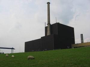 Jaderná elektrárna Brunsbüttel, jedna ze dvou německých JE pod křídly Vattenfallu. Podle rozhodnutí německé vlády se už nikdy nemá rozběhnout znovu. Zdroj: analogh.de