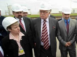 Prezident Václav Klaus s předsedkyní Státního úřadu pro jadernou bezpečnost Danou Drábovou (vlevo). Zdroj: ČTK
