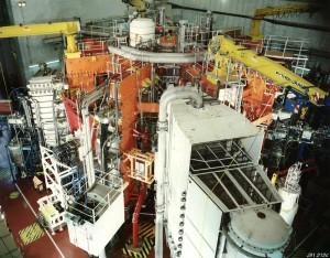 """""""Minitokamak"""" - experimentální zařízení JET, na kterém stavitelé ITERu zkoušejí všechna zařízení určená pro budoucí první fúzní elektrárny. Zdroj: Atomic-energy.ru"""
