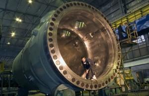 Reaktorová nádoba pro reaktor VVER-1200, který nabízí Rosatom v soutěži o stavbu dvou bloků JE Temelín. Vyrobeno na Ižorských závodech. Zdroj: sdelanounas.ru