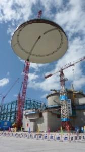 Instalace kupole na Taishani. Zdroj: World Nuclear News