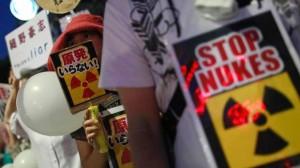 Záběr z jednoho z četných tokijských protestů proti jaderné energetice, které, zdá se, měly úspěch. Zdroj: m.theglobeandmail.com