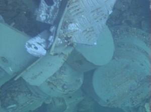 Motor 35-tunového přepravníku paliva, který do bazénu spadl. Zdroj: WNN