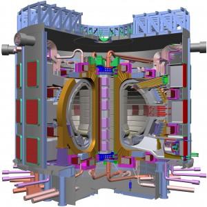 Známá vizualizace tokamaku ITER, všimněte si postavy v dolní části obrázku - ITER nebude žádný drobeček.