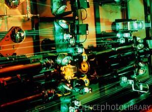 Laserový systém AVLIS v kalifornské Lawrence Laboratory, sloužící k obohacování uranu. Zdroj: sciencephoto.com